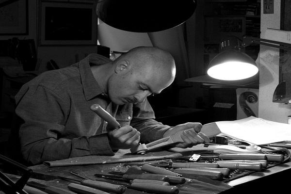 Ο φίλος, κατασκευαστής και επιδιορθωτής βιολιών Γιάννης Αποστόλου